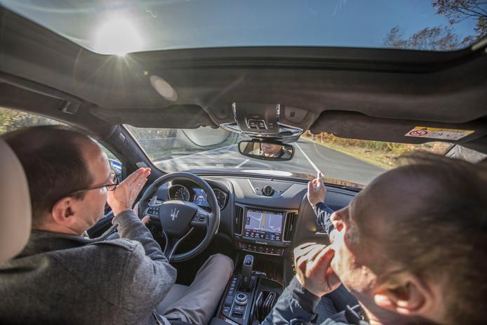 Op de Automotive Campus in Helmond presenteerde Bosch samen met Maserati een auto die op de snelweg zelfstandig binnen de lijnen blijft, niet uit de bocht vliegt en zelf remt en gas geeft.