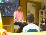 Topartiest Rolf Sanchez maakt Tik Tok op school in Winssen