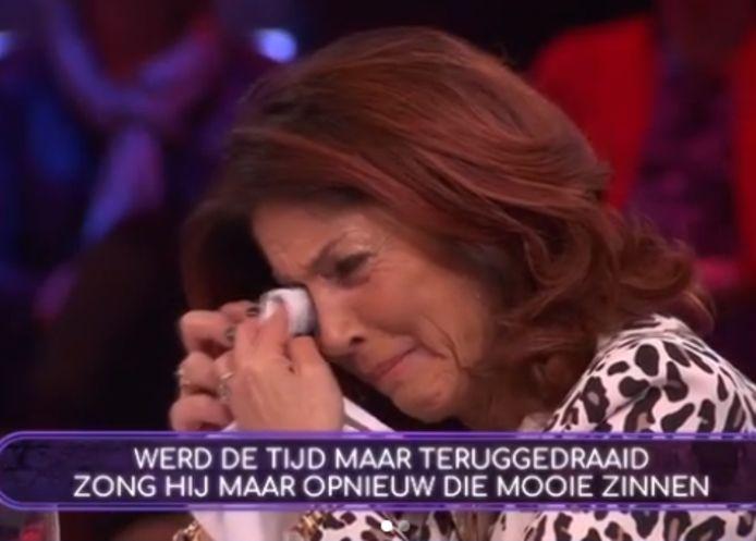 Rachel Hazes in tranen.