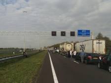 A16 richting Breda weer open na fileleed: andere richting nog tot diep in de nacht dicht