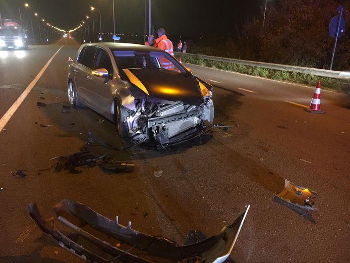 Op de brug langs de Noorderring in Vlamertinge kwam het tot een botsing tussen twee voertuigen.