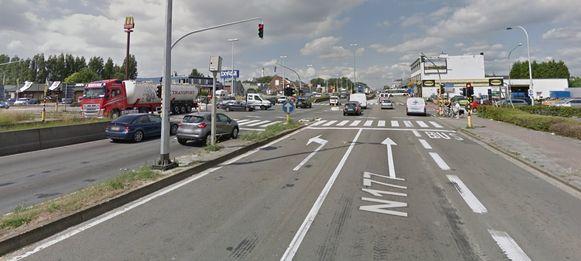 Het drukke kruispunt A12 - Cleydaellaan / Kontichsesteenweg.
