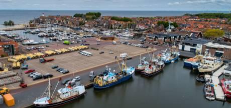 Greenpeace gooit opnieuw rotsblokken in zee, vissers doen aangifte: 'Levensgevaarlijk'