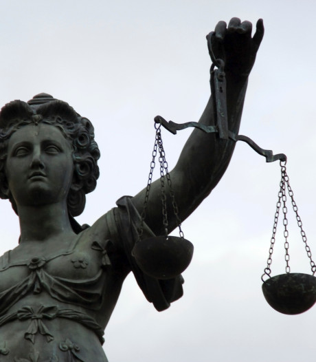 Twee vrienden uit Valkenswaard zwijgen in rechtszaak tegen drugsbende