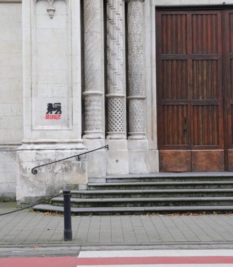 Stad dient klacht voor Delhaize-graffiti op Sint-Annakerk