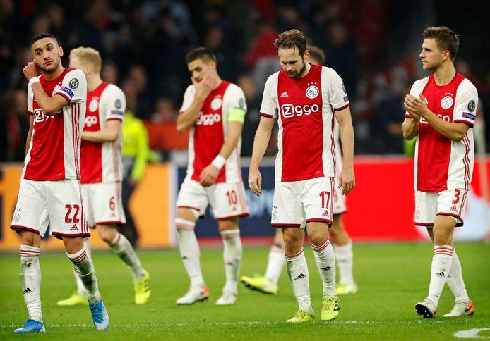 Hakim Ziyech, Donny van de Beek, Dusan Tadic, Daley Blind en Joël Veltman treuren.