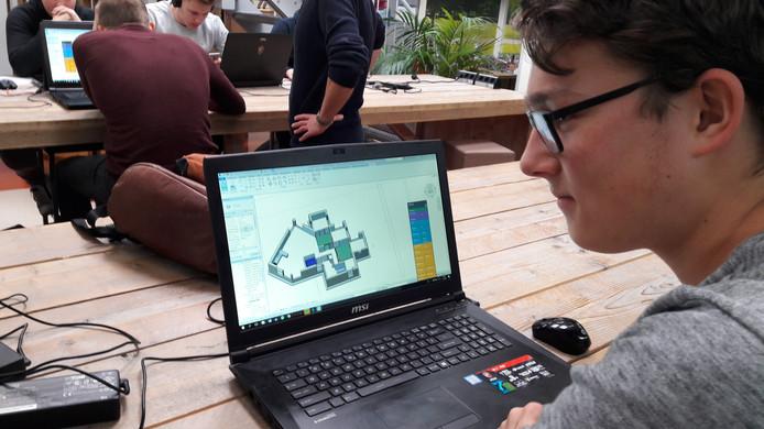 Student Joep van der Mooren met een 3D-ontwerp.