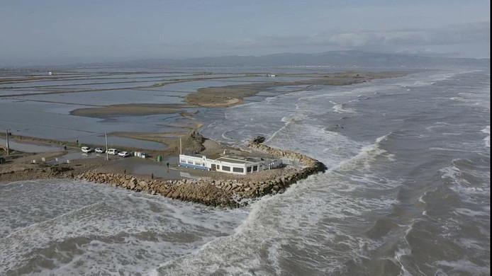 Op de luchtfoto's is de overstroming van de delta goed te zien. Julio Bellaubí (onder) maakt zich zorgen.