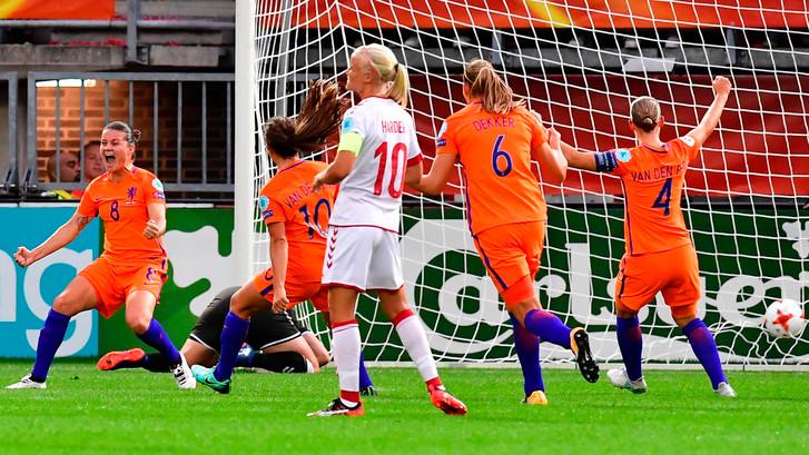 Oranje met hangen en wurgen voorbij Denemarken