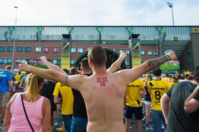 P5 was vorig jaar tijdens de wedstrijd NEC - NAC het supportersterrein waar het duel gezamenlijk bekeken werd en waar de spelers na de overwinning ingehaald werden.