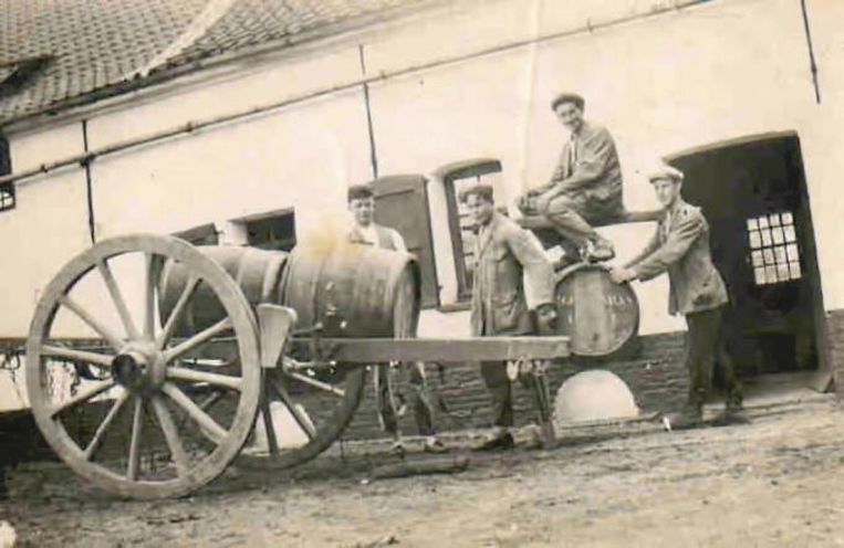 Een foto uit 1925 met links Marcel Contreras.