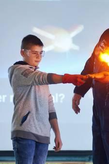 Astronaut André Kuipers was op Cambreur College in Dongen: 'Ook je bloed wordt gewichtloos'