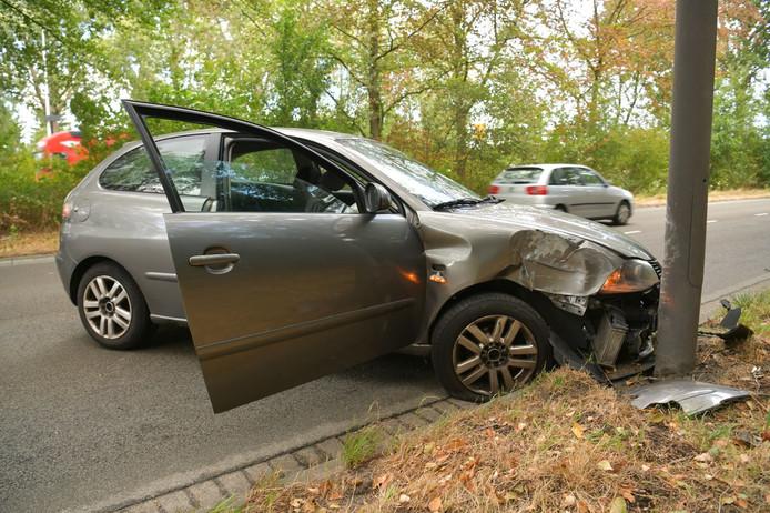 De claxon van de auto bleef hangen.