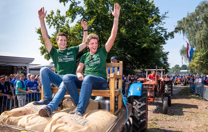 'Tv-boeren' Steffi en Roel eerder dit jaar bij een activiteit in Boekel, het dorp van Steffi Verhagen.