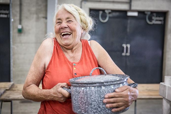 Willemijn Goutier staat al 25 jaar elk weekend op een snuffelmarkt.