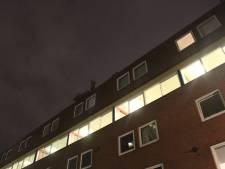 Isolatieplaten van dak gewaaid in Hengelo