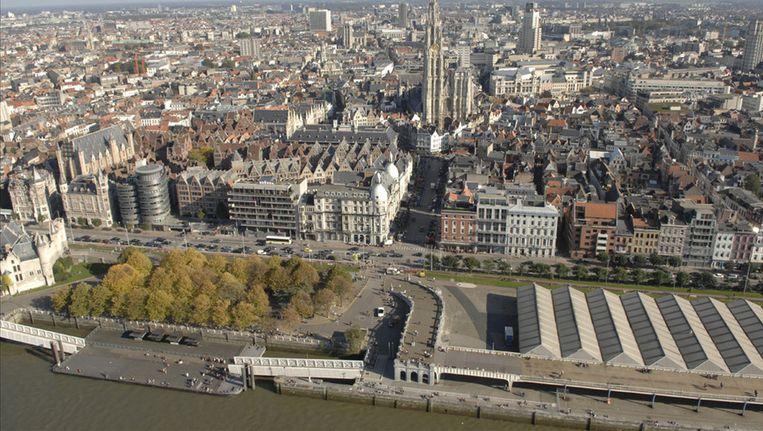 De brug komt aan het Steenplein te liggen, linksonderaan op deze foto.