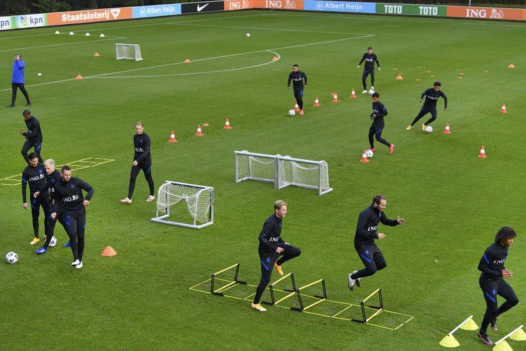 Een training van het Nederlands elftal in Zeist ter voorbereiding op de oefeninterland tegen Mexico. Beeld EPA