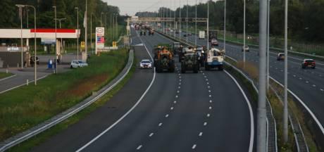 Zeventig boeren met tractoren blokkeren A2 bij Liempde urenlang