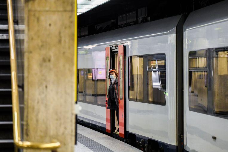 De superkern heeft de beslissing over de tien gratis treinritten voor elke Belg bijgeschaafd.