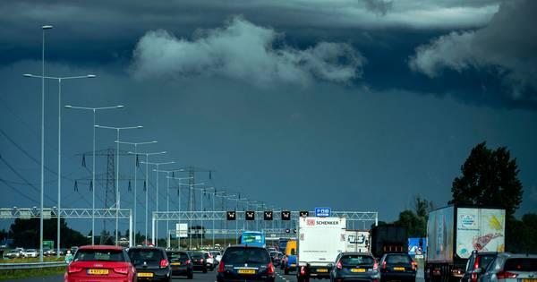 Zware onweersbuien trekken over Nederland