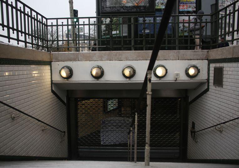Een gesloten metrostation door de staking.
