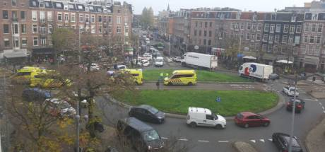 Paniek op plein Amsterdam na dodelijke schietpartij: 'Zijn vrouw begon hard te gillen, het was doodeng'