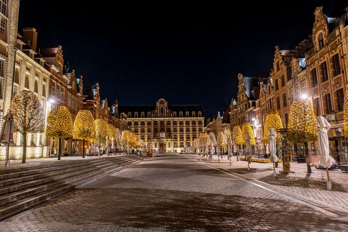 Kerstsfeer op de Oude Markt in Leuven, in tijden van corona.