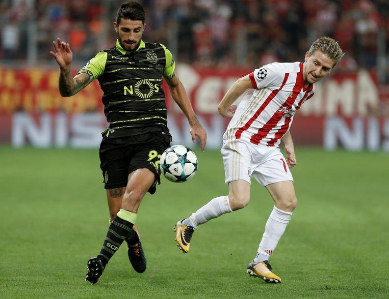 Marko Marin (links) debuteerde dit weekend met een goal en een assist voor Rode Ster