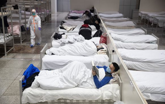 Besmette patiënten in het Fangcang hospitaal in Wuhan.