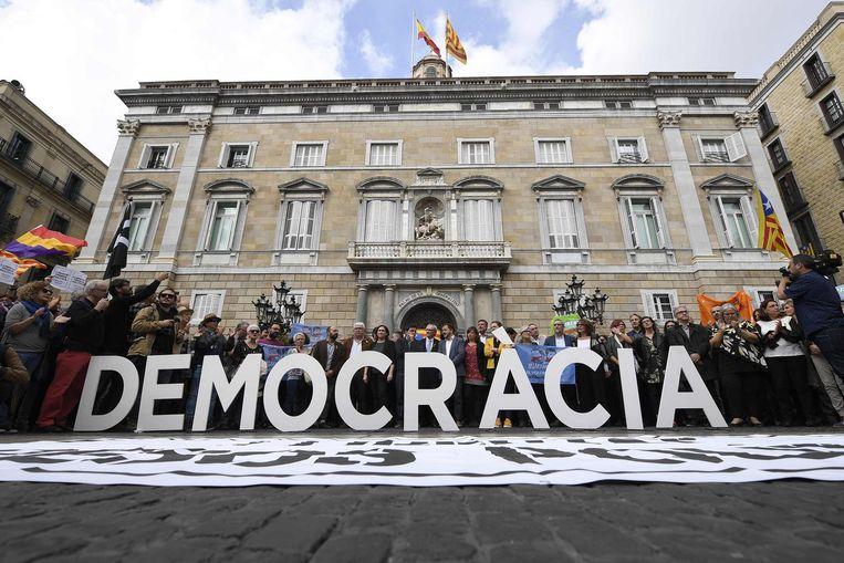 Buiten het paleis van het Catalaanse regiobestuur in Barcelona. Beeld afp