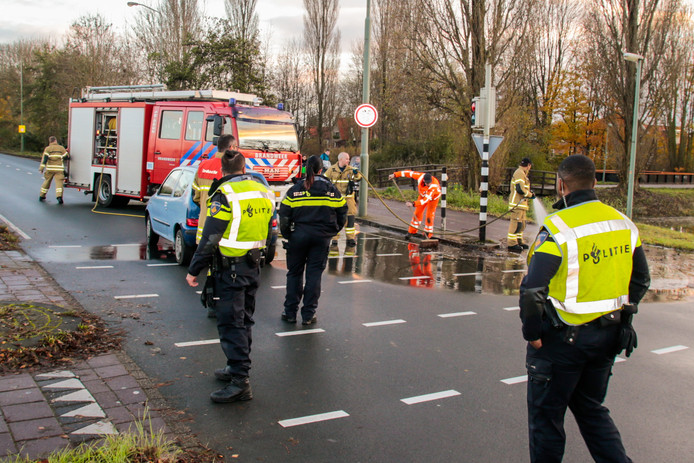 De kruising van de Provincialeweg en de Hastingsweg was na het ongeval korte tijd afgesloten geweest, omdat de brandweer het wegdek moest reinigen.