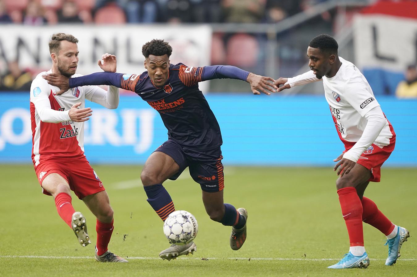 Hannes Delcroix in duel met Sander van de Streek en Gyrano Kerk.