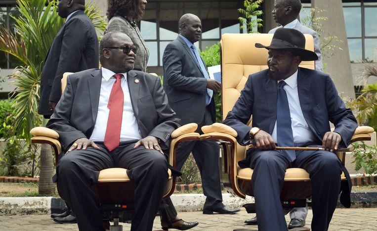 President Salva Kiir van Zuid-Soedan (R), afgelopen april met zijn aartsrivaal Riek Machar, toen eerste vice-president van het land. Beeld AP