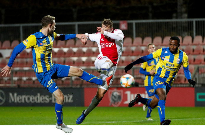 Kaj Sierhuis maakte het winnende doelpunt voor Jong Ajax.