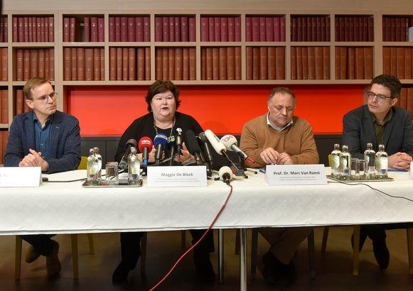 4 februari. Persconferentie over de testresultaten van de 9 uit Wuhan geëvacueerde Belgen, met dr. luitenant-kolonel Patrick Soentjens, minister Maggie De Block en virologen Marc Van Ranst en Steven Van Gucht.