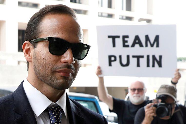 George Papadopoulos (links) bij aankomst aan het gerechtsgebouw voor het aanhoren van zijn straf.