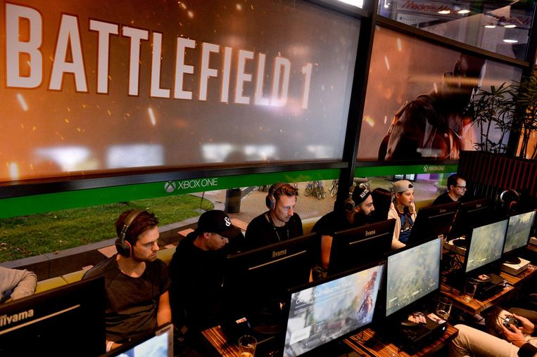 Gamers spelen het spel Battlefield. Beeld anp