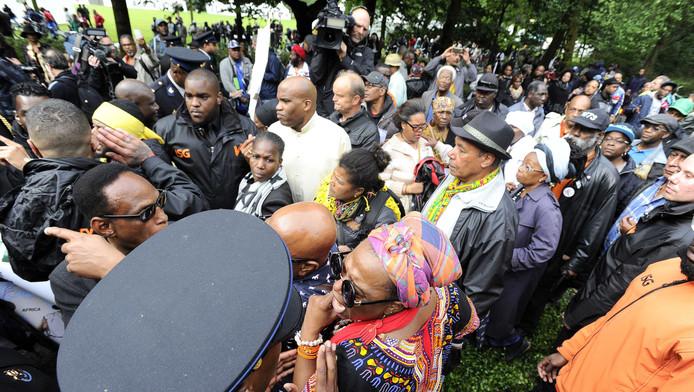 Betogers demonstreren tijdens de nationale herdenking afschaffing slavernij