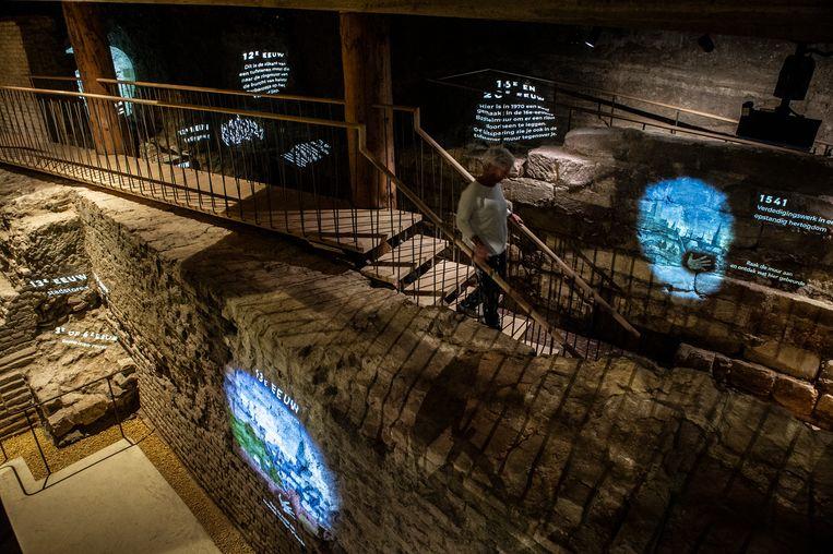 Bezoekers kunnen sinds dit weekeinde ronddwalen door ondergrondse gangen om de geschiedenis van Nijmegen te beleven. Beeld Koen Verheijden