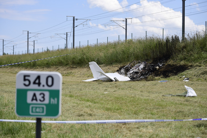 The wreck pictured on the scene of a crash of a light-sports airplane next to the E40 highway in Walshoutem, Landen, Wednesday 19 June 2019. According to the first information two people got injured. BELGA PHOTO LAURIE DIEFFEMBACQ