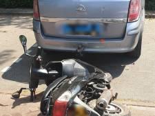 Extreem hardleerse scooterrijder voor de elfde keer gepakt zonder rijbewijs en maakt óók nog brokken