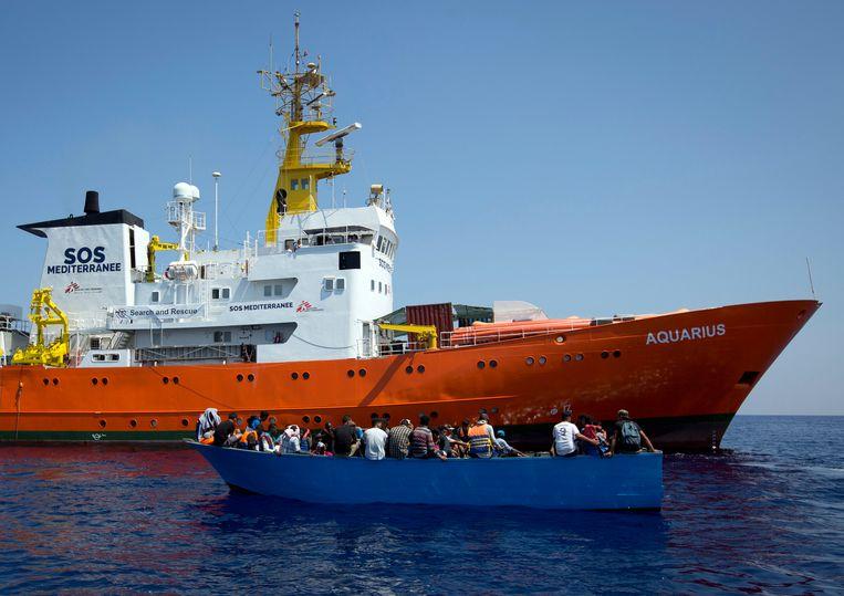 Het reddingsschip Aquarius op de Middellandse Zee.  Beeld AP