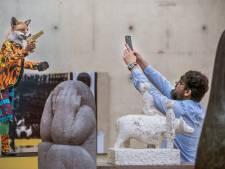 Geen blockbuster, maar een bonte viering in Museum Beelden aan Zee