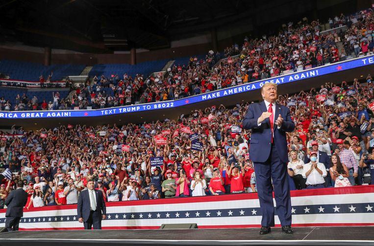 De Amerikaanse president Donald Trump tijdens de verkiezingsbijeenkomst in Tulsa. Beeld REUTERS