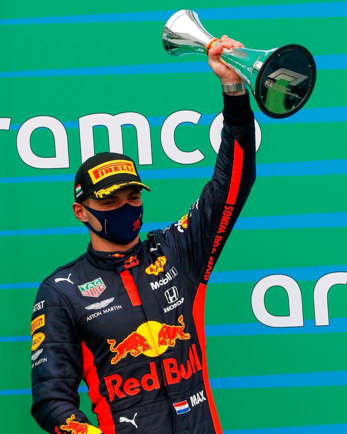 Max Verstappen viert zijn tweede plaats in de GP van Hongarije op zondag 19 juli.
