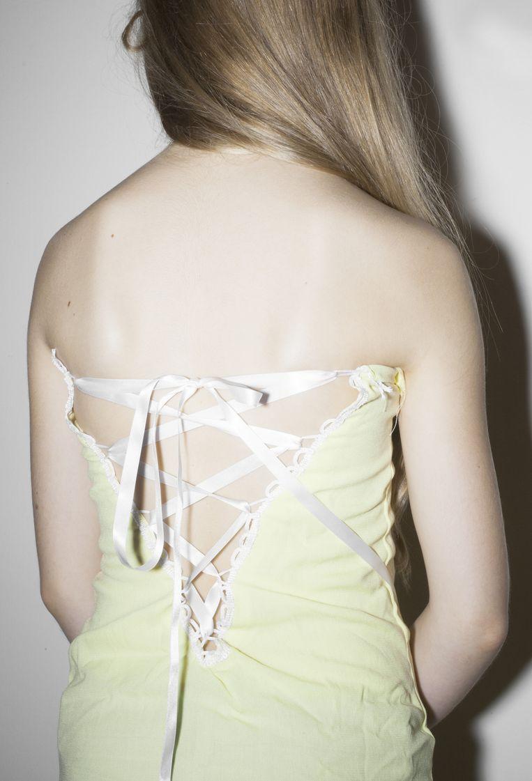 Juliette combineert bestaande kleren en andere materialen tot nieuwe, eigen creaties. Beeld Zahra Reijs