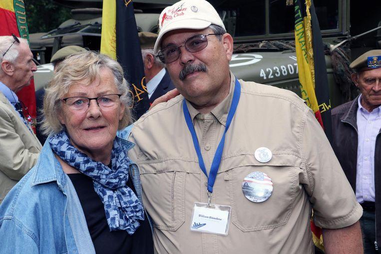 William Binnebose en Gisella Burker, de dochter van de Duitse piloot die zijn bommenwerper neerhaalde.