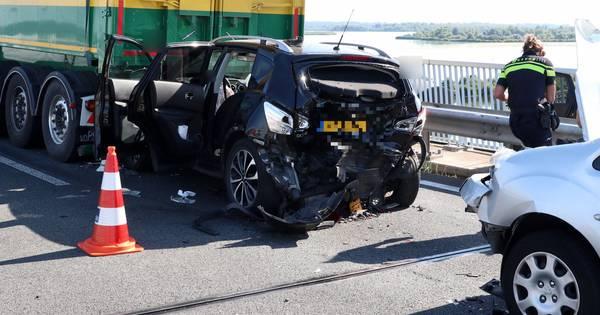 Drie gewonden bij ernstig ongeluk op N50, weg in beide richtingen dicht tussen Kampen en Emmeloord.