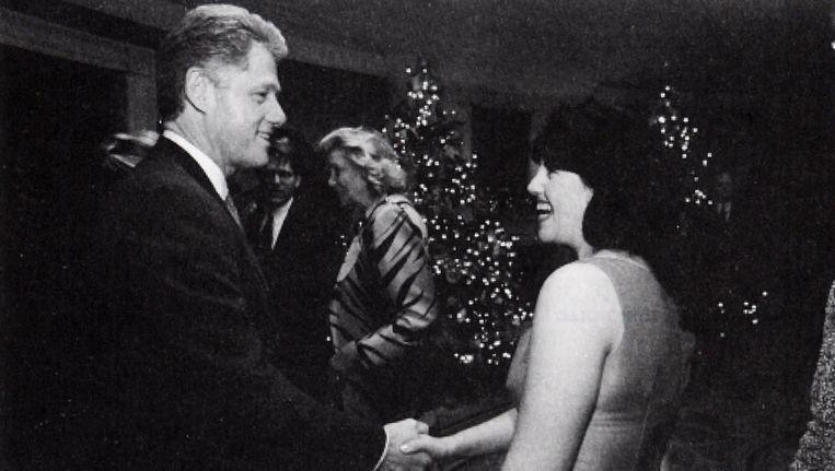 Monica Lewinsky en Bill Clinton in 1996 op een kerstfeestje in het Witte Huis.